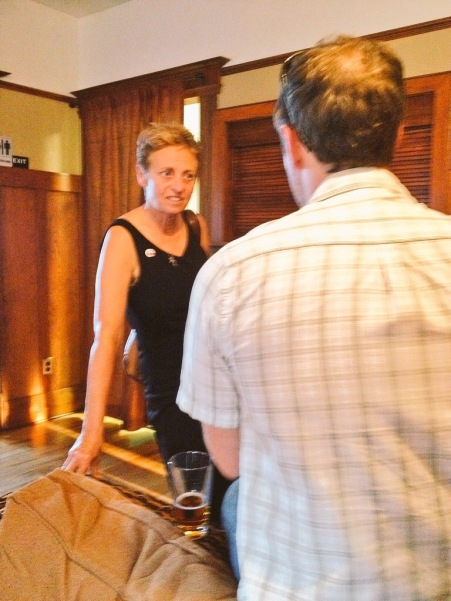 Sylvia Wright chats with Brad Hooker at the CapSciComm meetup on July 29th, 2015. (Image Credit: Ben Young Landis).